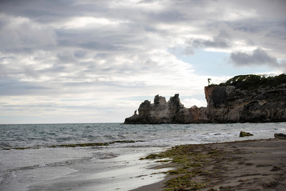 푸에르토리코 과야닐라의 푼타 벤타나 (Punta Ventana) 또는 윈도우 포인트 (Window Point)라고 알려진 거대한 돌아치가 지진으로 무너졌다. [AP=연합뉴스]
