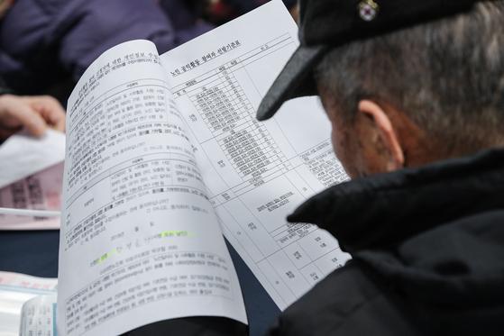 文정부 또 세금 투하···노인 일자리 올해도 13만개 늘린다
