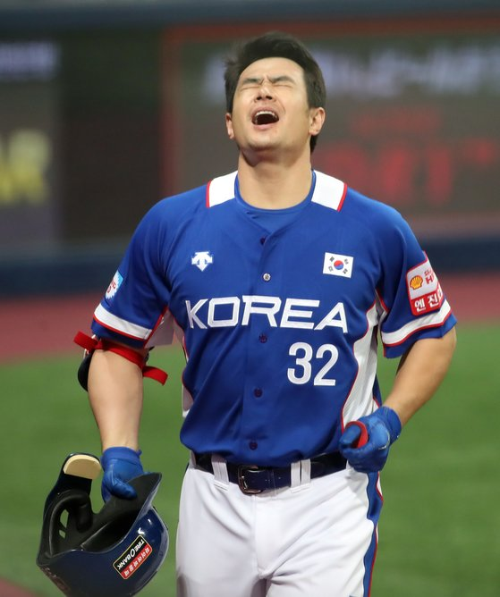 야구대표팀 중심타자 김재환이 MLB 포스팅에 나섰지만, 소득 없이 물러났다. [연합뉴스]