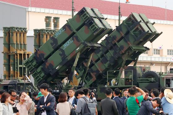 지난해 '제71주년 국군의 날 기념행사' 미디어데이 행사에서 탄도탄 요격미사일 패트리엇-3이 전시돼 있다. [뉴스1]