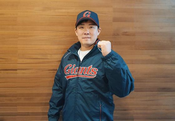 KIA에 남을 것 같았던 안치홍이 6일 전격적으로 롯데와 계약했다. 계약 기간을 2+2년으로 하는 묘수를 짜냈다. [사진 롯데 자이언츠]