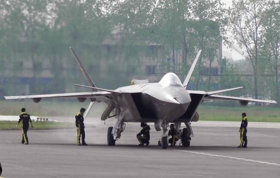 중국의 차세대 전투기 젠-20. [중앙포토]