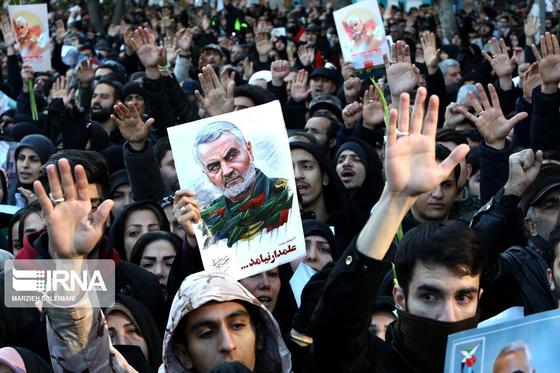 6일(현지시간) 이란 테헤란에서 열린 솔레이마니 사령관의 장례식. [IRNA통신 제공, 연합뉴스]
