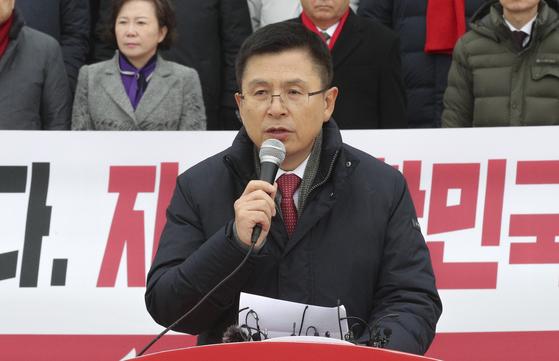 황교안 자유한국당 대표가 지난 2일 국회 본청 앞 계단에서 열린 '새해 국민들께 드리는 인사'에서 발언하고 있다. 임현동 기자