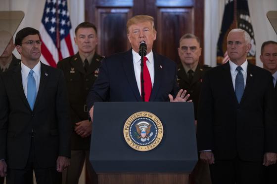 도널드 트럼프 미국 대통령이 현지시간 8일 이란의 미사일 공격과 관련해 대국민 성명을 발표하고 있다. [AP=연합뉴스]