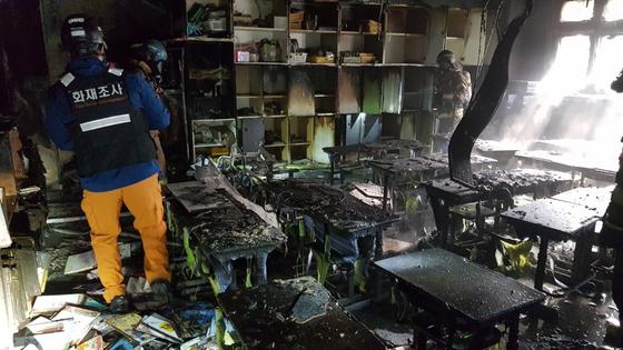9일 오전 경기도 화성시 동탄신도시의 한 초등학교 돌봄교실에서 불이 났다. [사진 경기도소방재난본부]