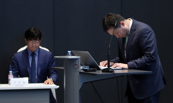 원종준 라임자산운용 대표이사가 지난해 10월 14일 서울 여의도에서 라임자산운용 펀드 환매 연기 관련 기자 간담회를 하기에 앞서 사과하고 있다. [연합뉴스]