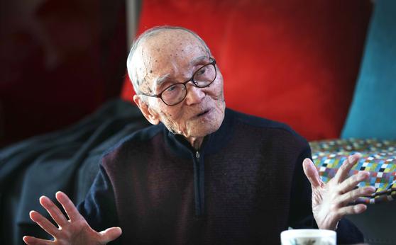 """대산 김석진 옹은 """"이제는 '주역은 점서'라는 선입견을 벗어날 때가 됐다. 주역은 최고의 철학서""""라고 말했다. 오종택 기자"""