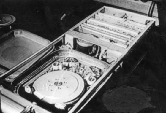 1983년 소련 전투기에 의해 격추된 대한항공 KAL-007편에서 회수된 블랙박스. [중앙포토]