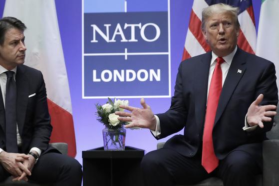 지난달 영국 런던에서 개최된 나토 회의에 참석한 트럼프 대통령. 그는 나토의 유럽 회원국들이 더 많은 비용과 부담을 져야 한다고 주장해왔다. [AP=연합뉴스]