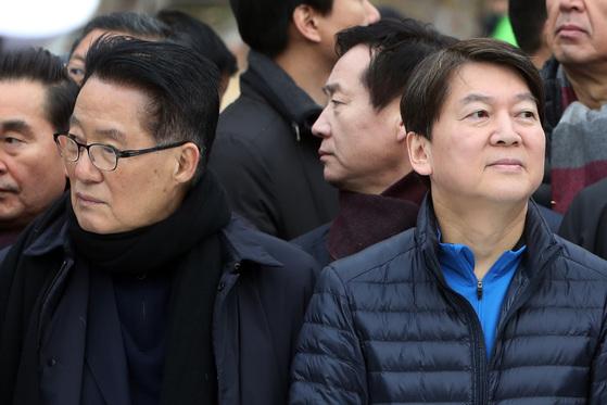 2018년 1월 전남 여수마라톤대회 개막식 참석 당시 박지원 의원과(왼쪽) 안철수 전 의원. [연합뉴스]