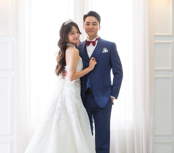 12일 결혼하는 조문성 코치(오른쪽)와 강윤이 씨. 사진=SK 제공