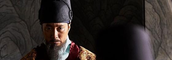 인조는 이괄의 난, 정묘호란, 병자호란 등으로 세 번 도성을 버리고 피신해야 했다. 영화 '남한산성'의 인조