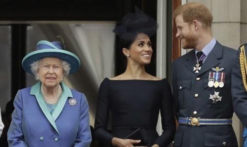 영국 엘리자베스 2세 여왕과 해리 왕자 부부. [AP=연합뉴스]