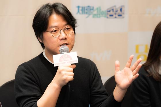 10일 제작발표회에서 tvN 예능프로그램 '금요일금요일밤에'를 설명하고 있는 나영석 CJ ENM PD [사진 CJ ENM]