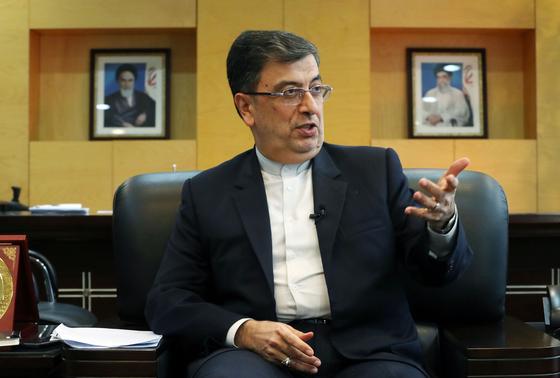싸이드 바담치 샤베스타리 주한 이란 대사가 9일 서울 용산구 주한 이란 대사관에서 중앙일보와 인터뷰하고 있다. 김성룡 기자