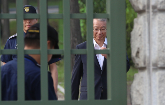 양승태 전 대법원장이 지난해 7월 22일 보석으로 서울의왕구치소에서 풀려나는 모습. 오종택 기자
