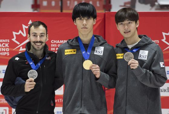11일 남자 500m 우승을 차지한(가운데), 은메달은 캐나다의 스티븐 듀보아, 동메달은 한국의 김다겸. [연합뉴스]