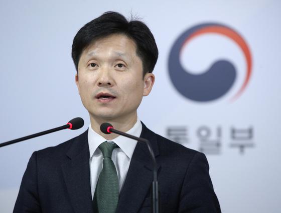 이상민 통일부 대변인이 11일 오전 서울 종로구 정부서울청사에서 정례 브리핑을 하고 있다. [뉴스1]