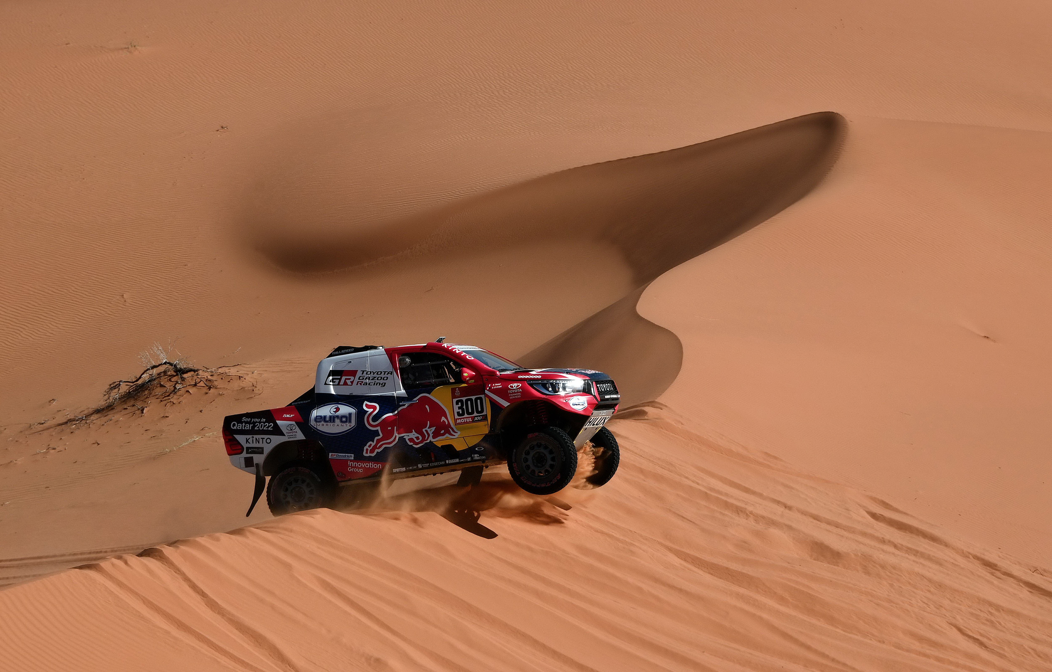 토요타 자동차를 운전하는 카타르의 나세르와 프랑스의 마쏘가 10일 2020년 다카르 랠리 6구간을 달리고 있다. [AFP=연합뉴스]