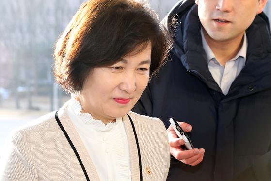 추미애 법무부 장관이 13일 오전 경기도 과천 법무부청사로 출근하고 있다. [뉴스1]