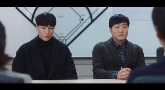 드라마 스토브리그 속 에이전트로 변신한 고세혁 전 스카우트임장(오른쪽). [사진 SBS]