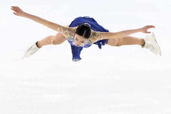 유영이 13일(현지시간) 로잔에서 열린 동계유스올림픽 피겨 경기를 하고 있다.[EPA=연합뉴스]