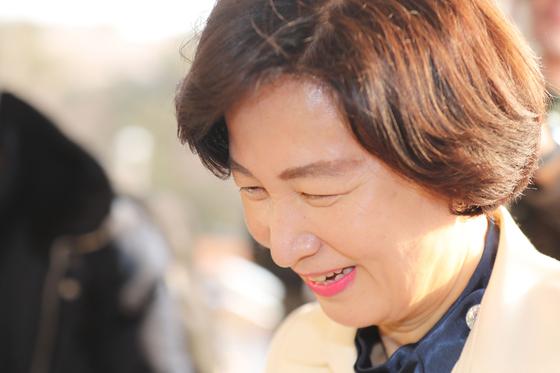 추미애 법무부 장관이 14일 오전 정부과천청사 법무부로 출근하고 있다. [연합뉴스]