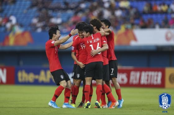 지난 12일 펼쳐진 2020 AFC U-23 챔피언십 조별리그 C조 2차전 이란과의 경기. 조규성의 골이 터지자 환호하는 한국 대표팀의 모습. 사진=대한축구협회
