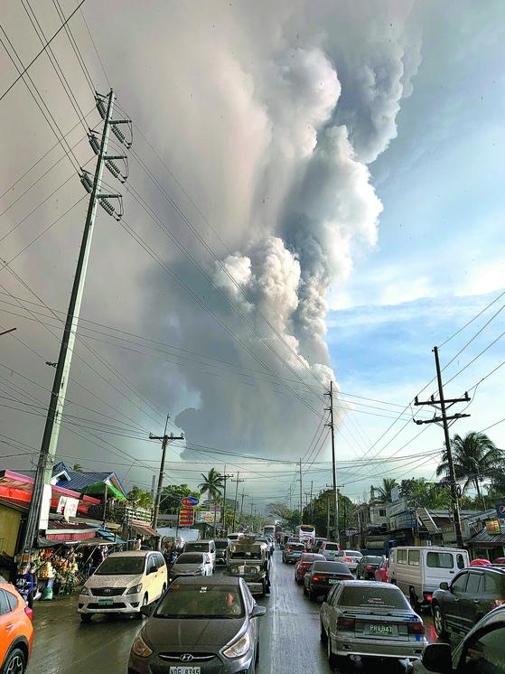 필리핀 화산 폭발 ... 마닐라 공항 운항 차질