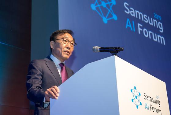지난해 11월 삼성전자 서초사옥에서 열린 '삼성 AI 포럼 2019'에서 김기남 부회장이 개회사를 하고 있다. [사진 삼성전자]