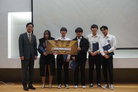 'RC창의플랫폼 2019'에서 대상을 수상한 Y-me 팀원들. [사진 연세대학교]