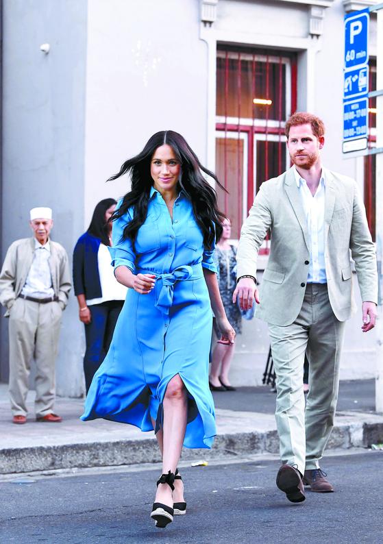 지난해 9월 23일 남아프리카공화국 케이프타운에 있는 홈커밍 센터를 방문한 해리 왕손 부부. [EPA=연합뉴스]