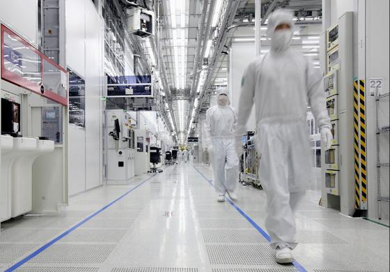 삼성전자 화성사업장 반도체 라인의 내부 모습