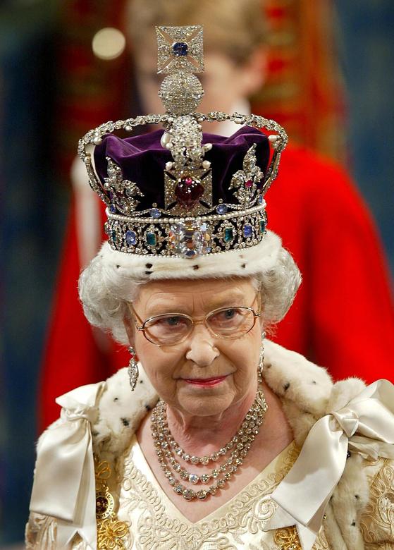 영국 최장수 군주인 엘리자베스 2세 여왕. 2002년 왕실 행사 중인 모습.[EPA=연합뉴스]