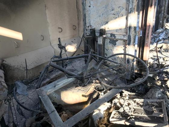 이라크 서부 안바르에 있는 아인 알 아사드 미군 공군기지가 이란 혁명수비대의 공격을 받아 무너졌다. [로이터=연합뉴스]