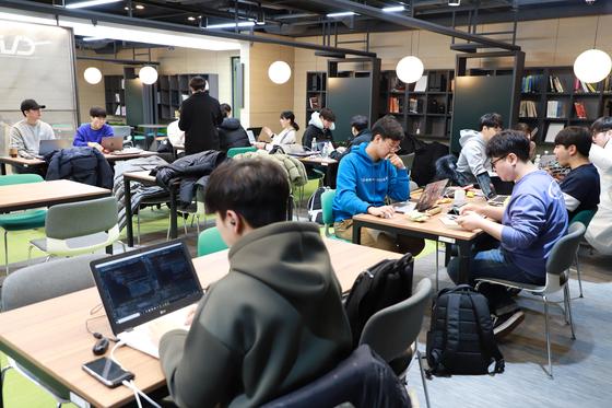 제7회 인공지능 해커톤 대회 참가자들 모습.