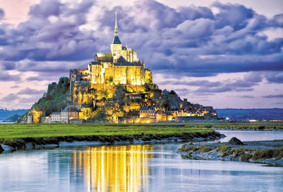 KRT의 유럽 패키지여행 상품은 합리적인 가격대에 신규 지역, 이색 체험, 맛집 등 특장점을 부각해 완성도를 높였다. 프랑스 몽생미셸 수도원. [사진 KRT]