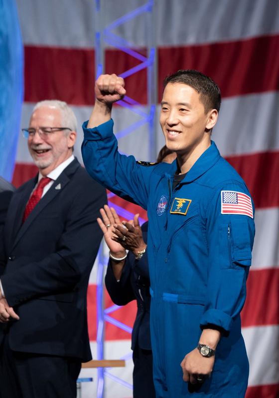 한국계 의사 출신 조니 김이 미국항공우주국(NASA)의 달·화성 탐사 계획인 아르테미스 프로젝트 임무를 부여받게 될 새 우주비행사 명단에 이름을 올렸다. [사진 NASA]