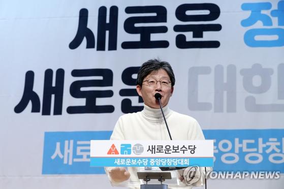 지난 5일 오후 서울 여의도 국회 의원회관에서 열린 새로운보수당 중앙당창당대회에서 유승민 의원이 인사말을 하고 있다. [중앙포토]