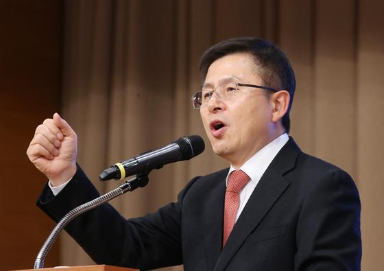 황교안 자유한국당 대표가 15일 오후 충남 예산군 덕산 스플라스리솜에서 열린 2020 자유한국당 충남도당 신년인사회에 참석해 신년사를 하고 있다. [뉴스1]