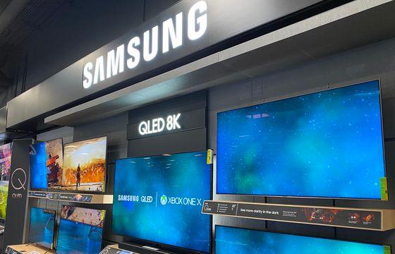 라스베이거스 베스트바이 매장에 있는 삼성 8K QLED TV. 김영민 기자