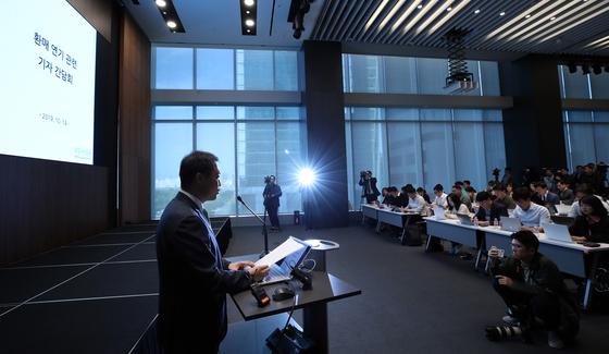 원종준 라임자산운용 대표이사가 지난해 10월 14일 오후 서울 여의도 국제금융센터(IFC)에서 라임자산운용 펀드 환매 연기 관련 기자 간담회를 하고 있다 [연합뉴스]
