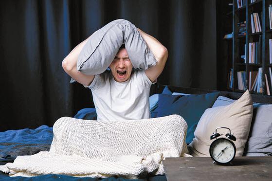 수면시간이 부족하거나 수면의 질이 떨어지면 극심한 피로감으로 정상적인 생활이 불가능하고 다양한 육체·정신적 문제가 생길 수 있다. [사진 pixta]