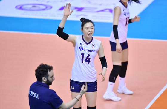 11일 도쿄올림픽 아시아예선 준결승 대만과 경기에서 득점을 올린 뒤 기뻐하는 양효진. [사진 국제배구연맹]