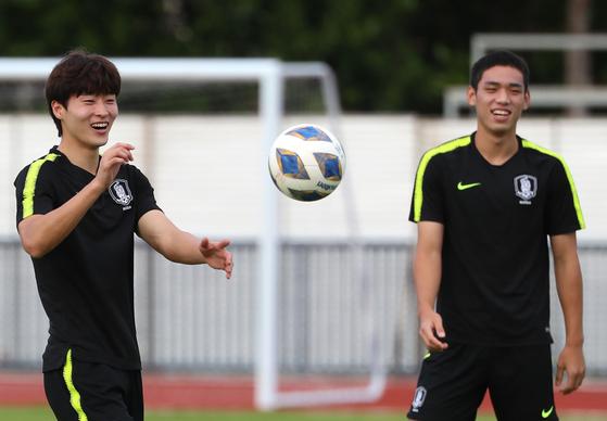 지난 11일 훈련 중인 조규성(왼쪽)과 오세훈의 모습. 연합뉴스