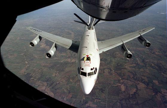 미 공군의 핵 탐지 전력 WC-135 콘스턴트 피닉스가 일본 오키나와 공군기지에 도착했다고 민간항공 추적사이트 에어클래프트 스폭이 16일(현지시간) 전했다. [중앙포토]