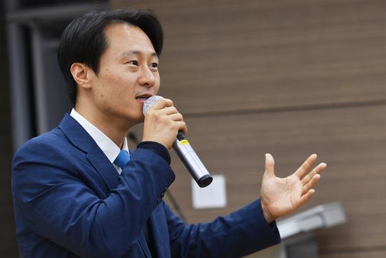 양승태 체제 몰락 시발된 이탄희, 민주당 입당키로…지역구 뛰어들 듯