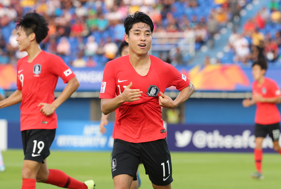 이동준이 이란전에서 골을 넣고 기뻐하고 있다. 올림픽 최종 예선 조별리그에서 두 골을 넣은 그는 한국의 8강 진출에 기여했다. [연합뉴스]