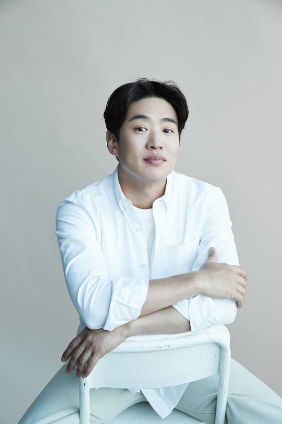 새 영화 '해치지 않아' 주연배우 안재홍은 7일 서울 삼청동 카페에서 만났다. [사진 제이와이드컴퍼니]